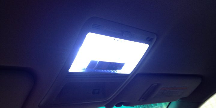 車内ルームランプのLED化作業
