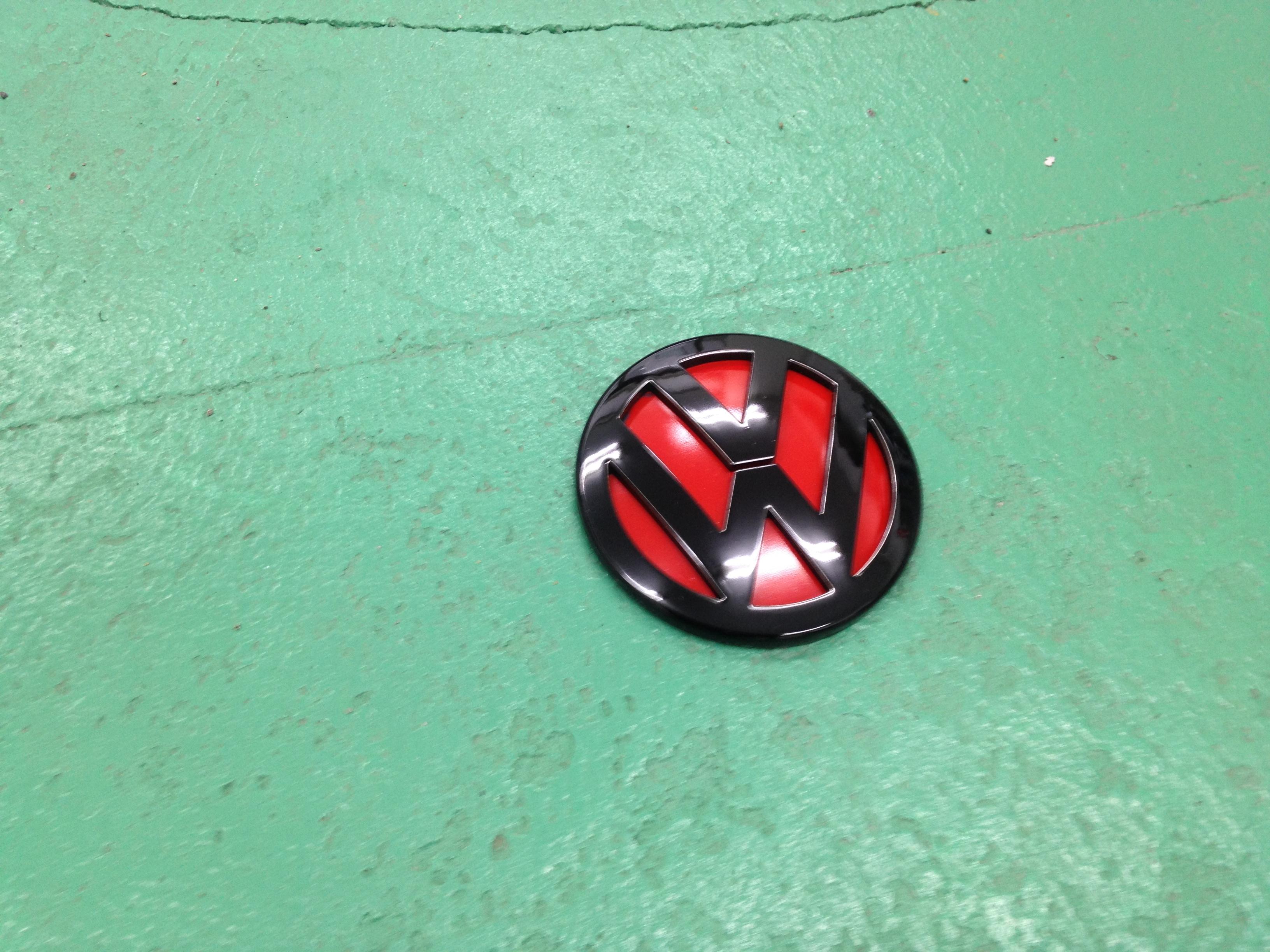VWフォルクスワーゲンリアエンブレム塗装後