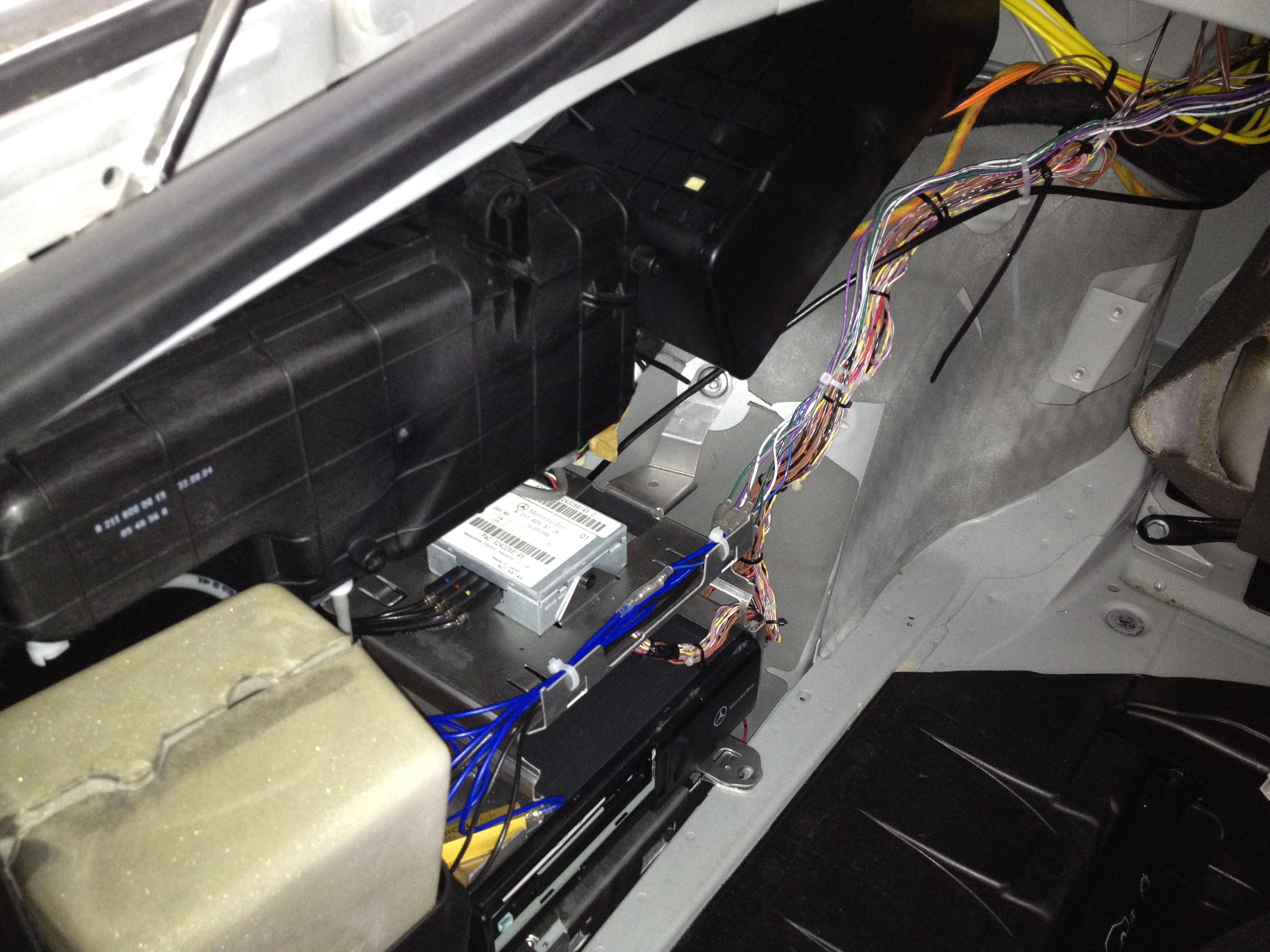 W220メルセデス・ベンツAMG・S55後期アンプ部周り