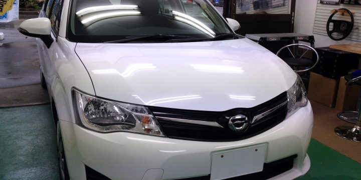 新車トヨタカローラフィールダーへエシュロンボディーガラスコーティング施工