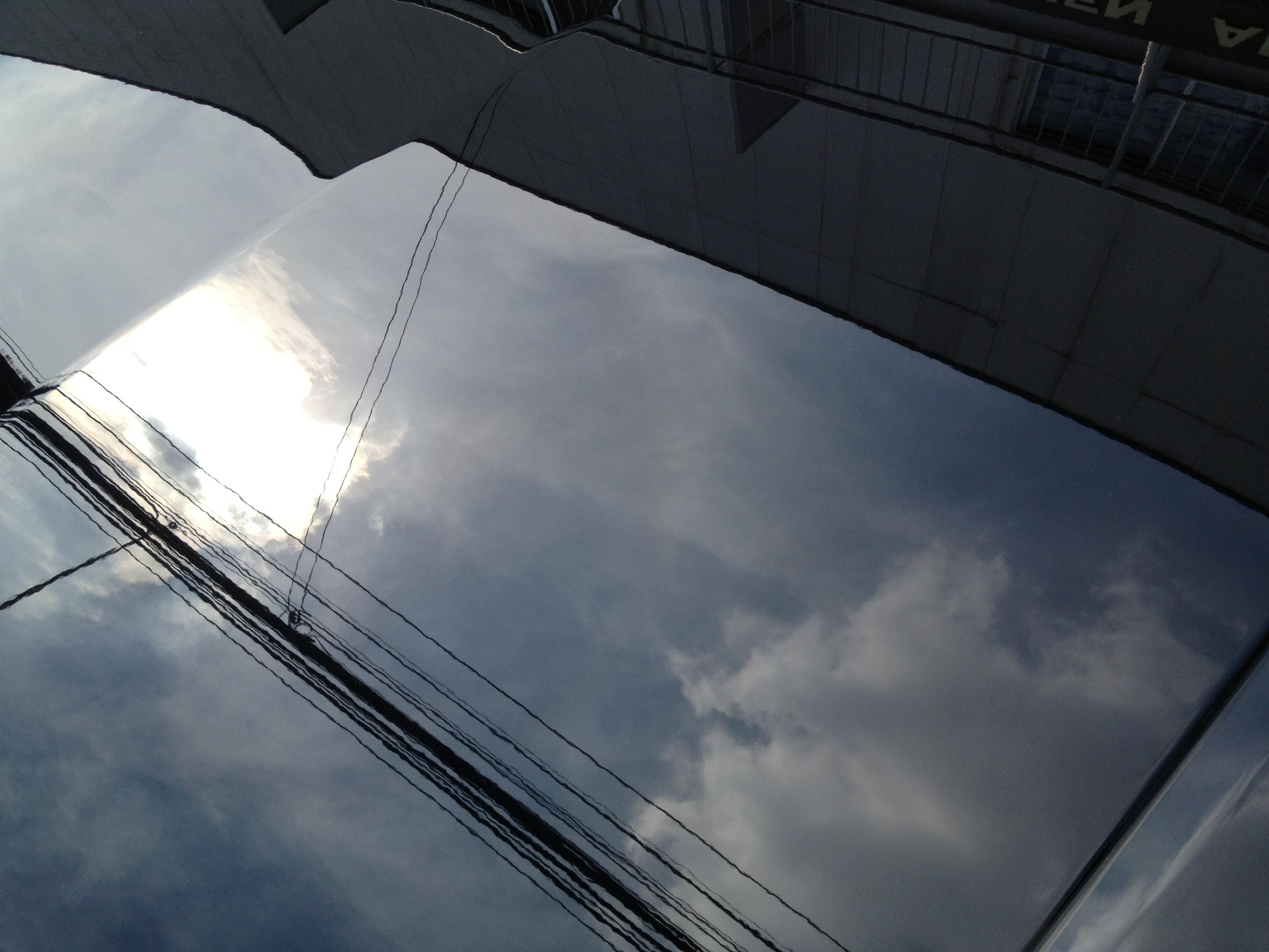 ホンダアコードツアラーへエシュロンボディーガラスコーティング施工後のボンネット映り込み