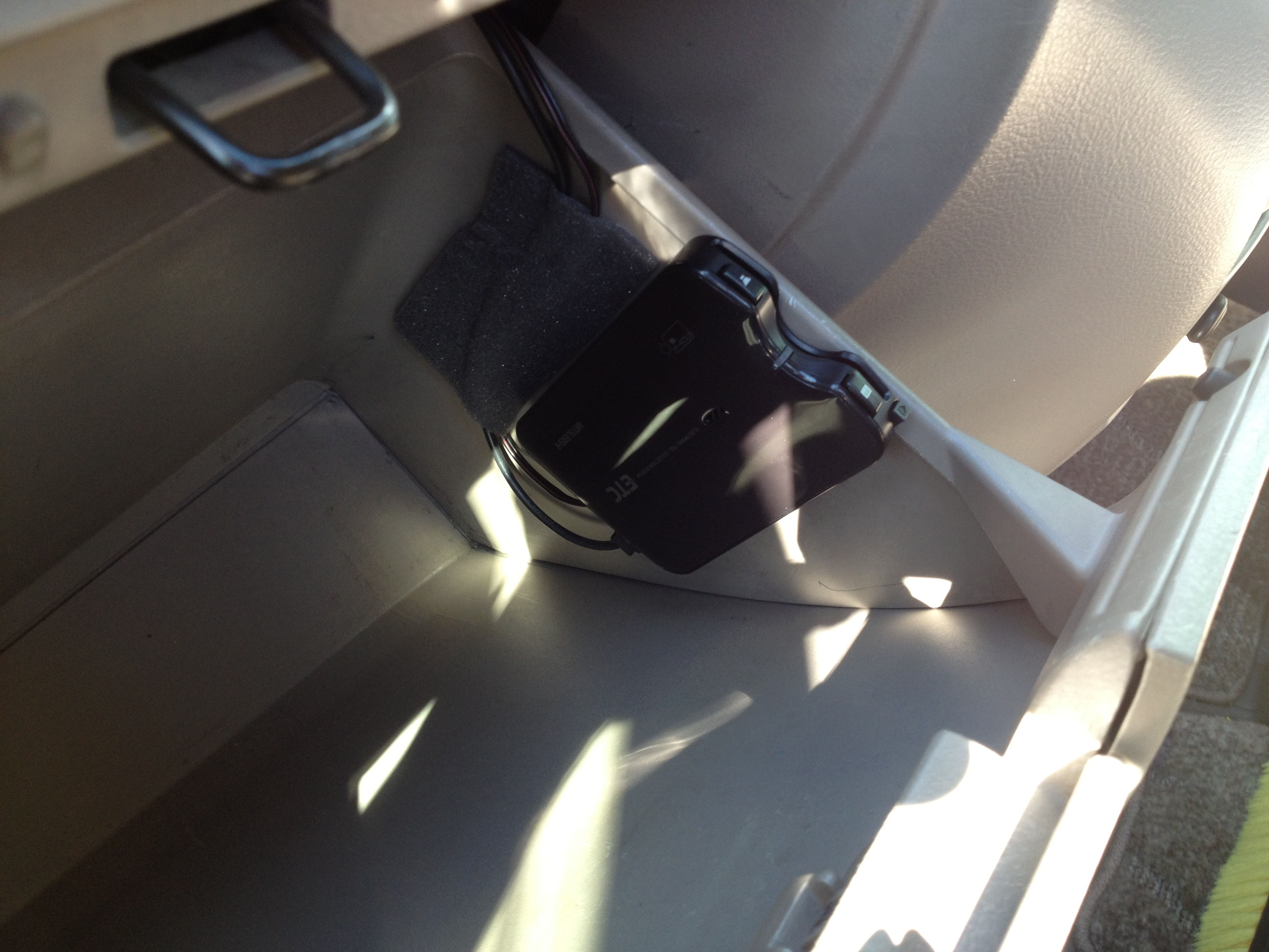 グローブホックス内へ三菱EP-9シリーズETC車載器設置