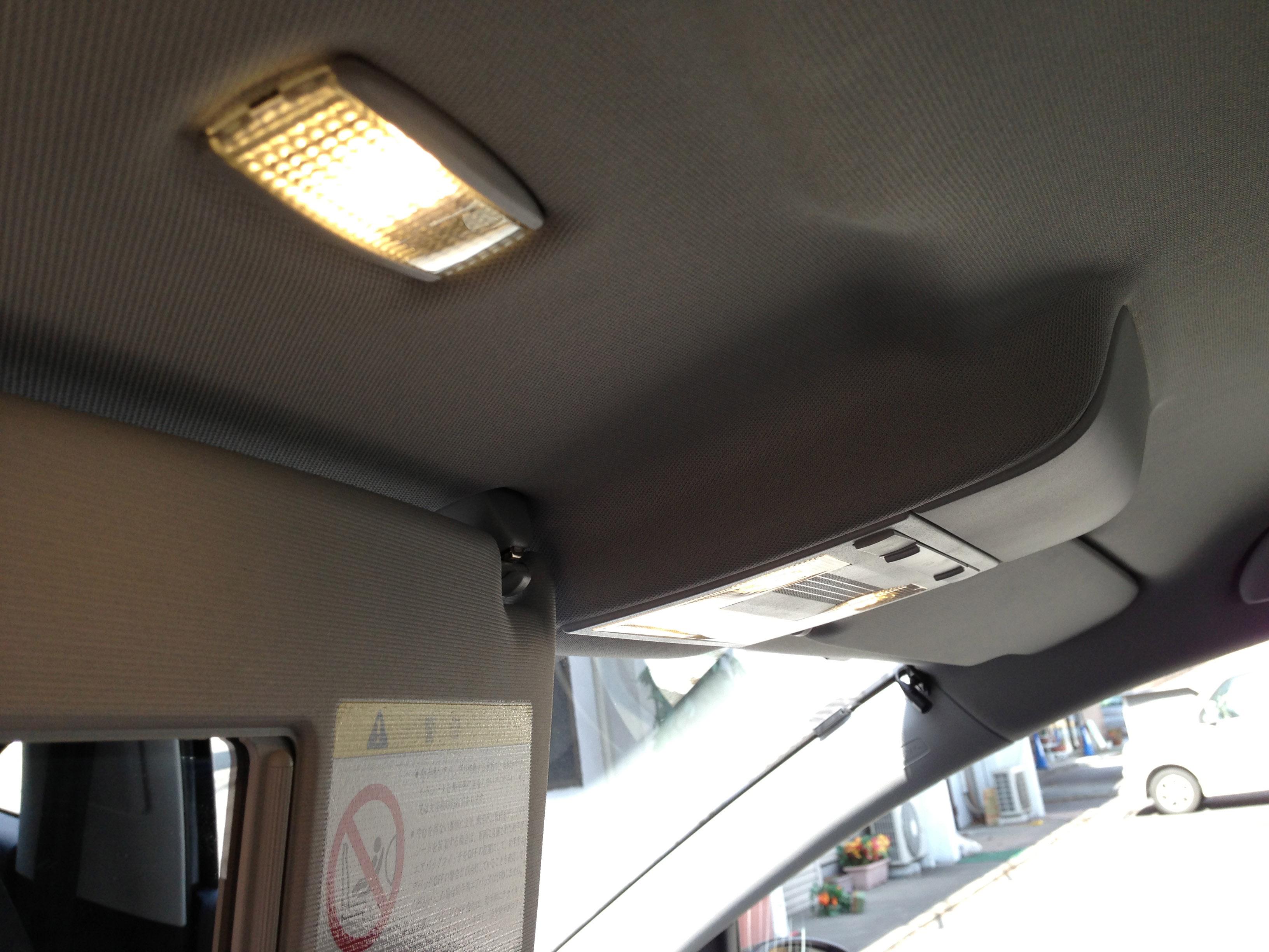 VWポロバニティーミラーランプを電球色LED取り付け