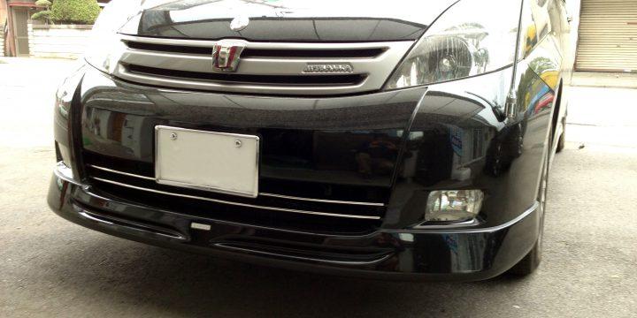 トヨタアイシスへLX-MODEフロントリップスポイラー取り付け