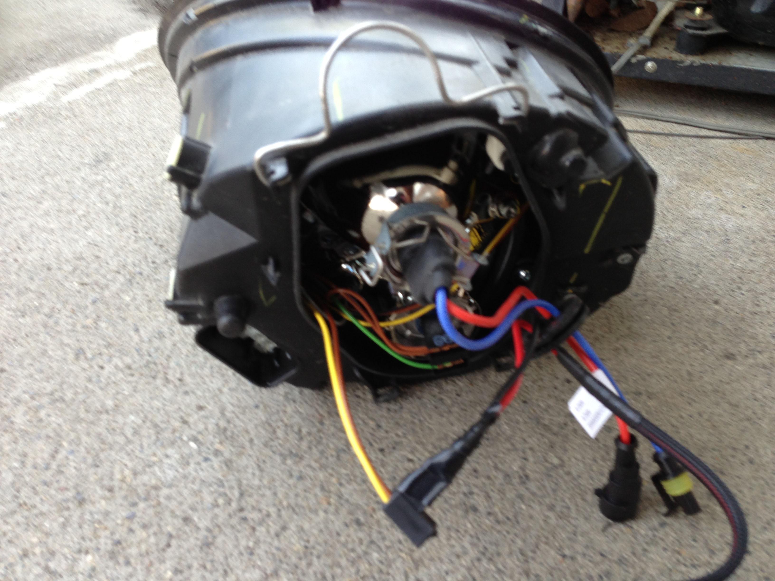 VWニュービートルヘットライトへH7HIDバーナーをセット
