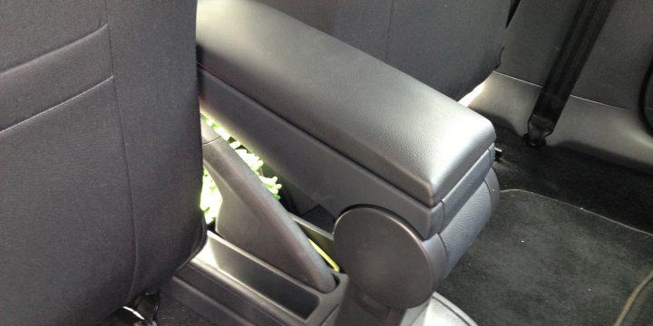 VWポロ6Rへアームレストの取り付け