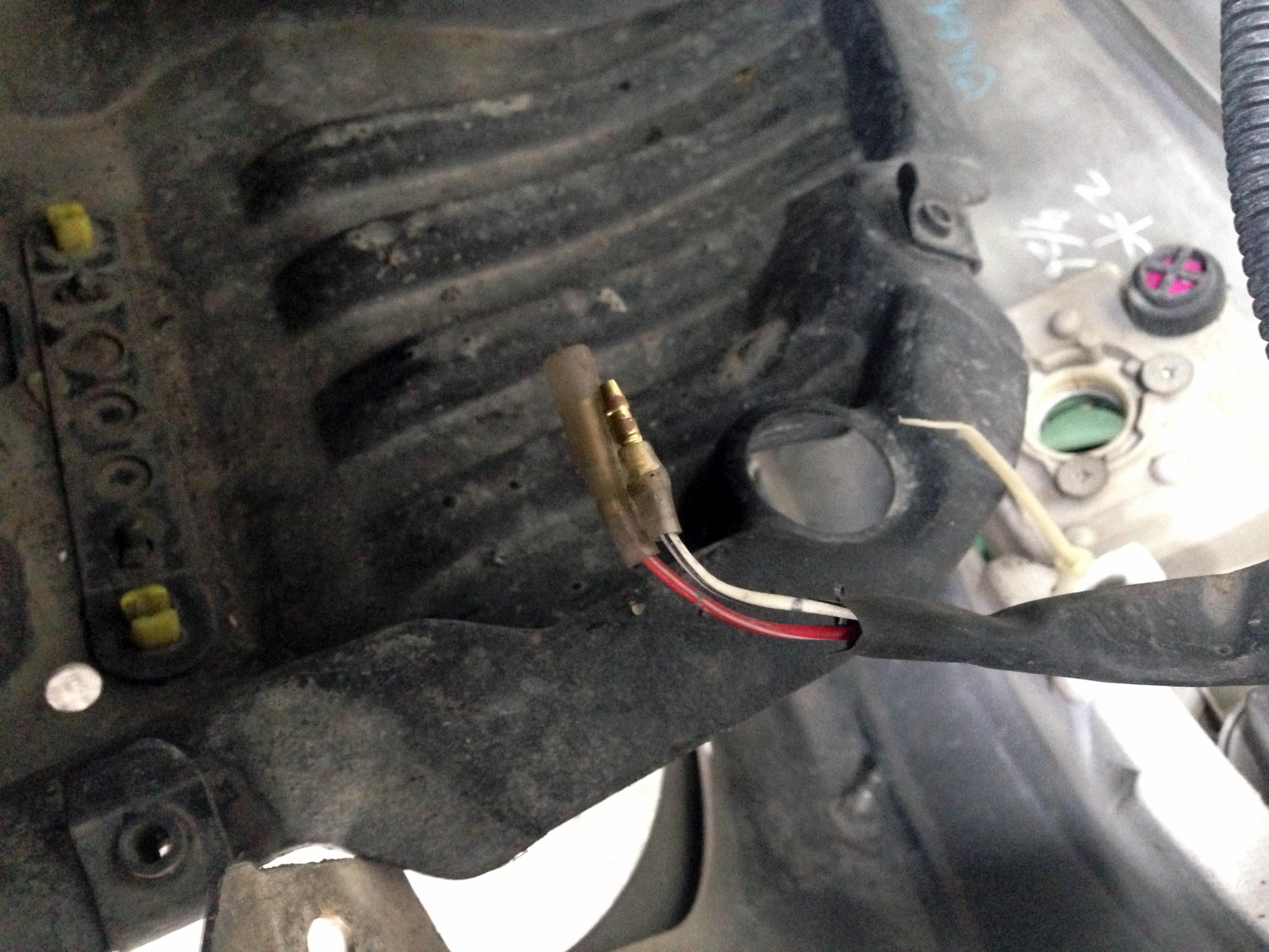 トヨタ30セルシオのフォグランプ配線が加工されています