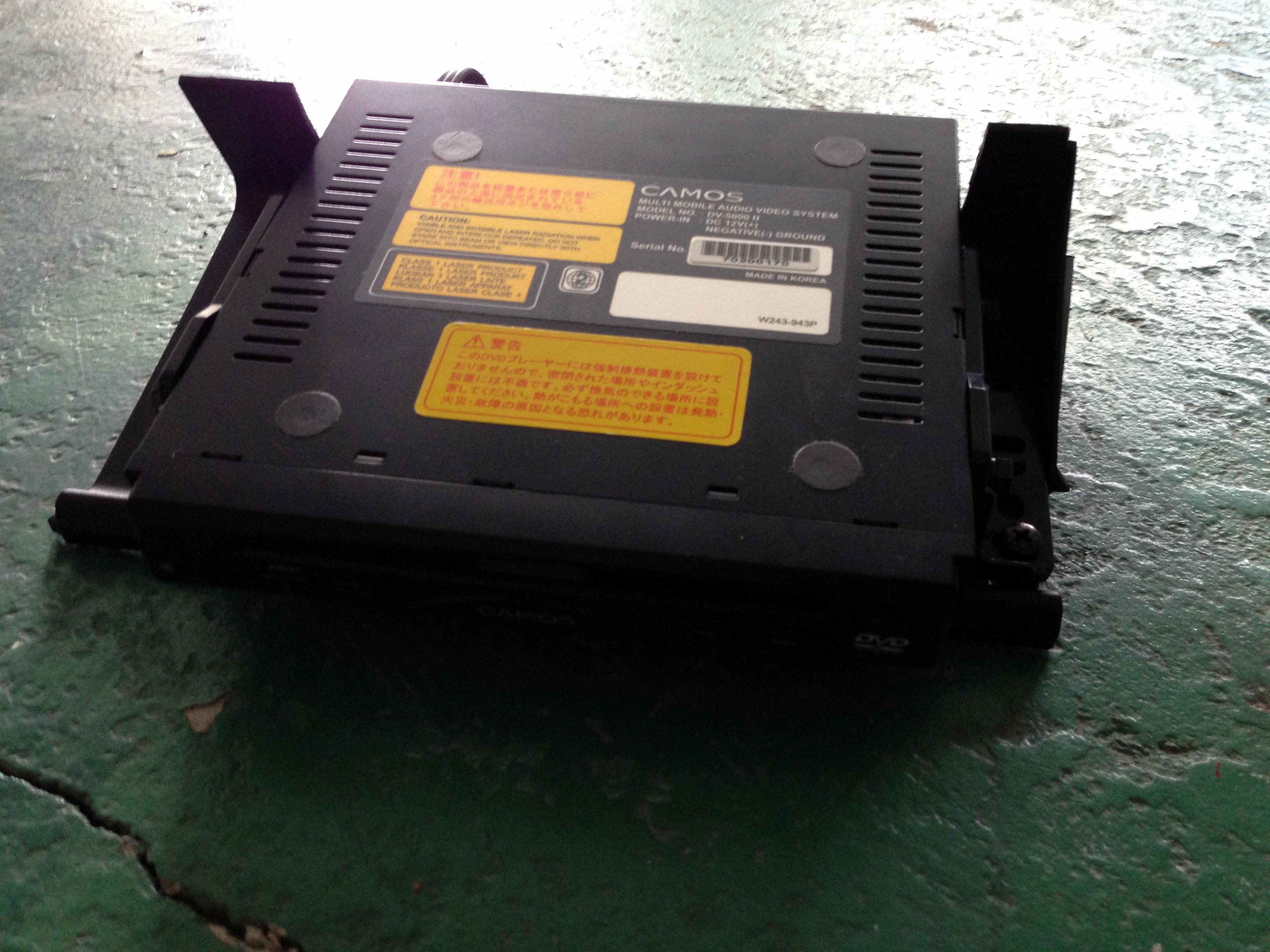 DVDプレイヤーを設置する為にトレーを加工