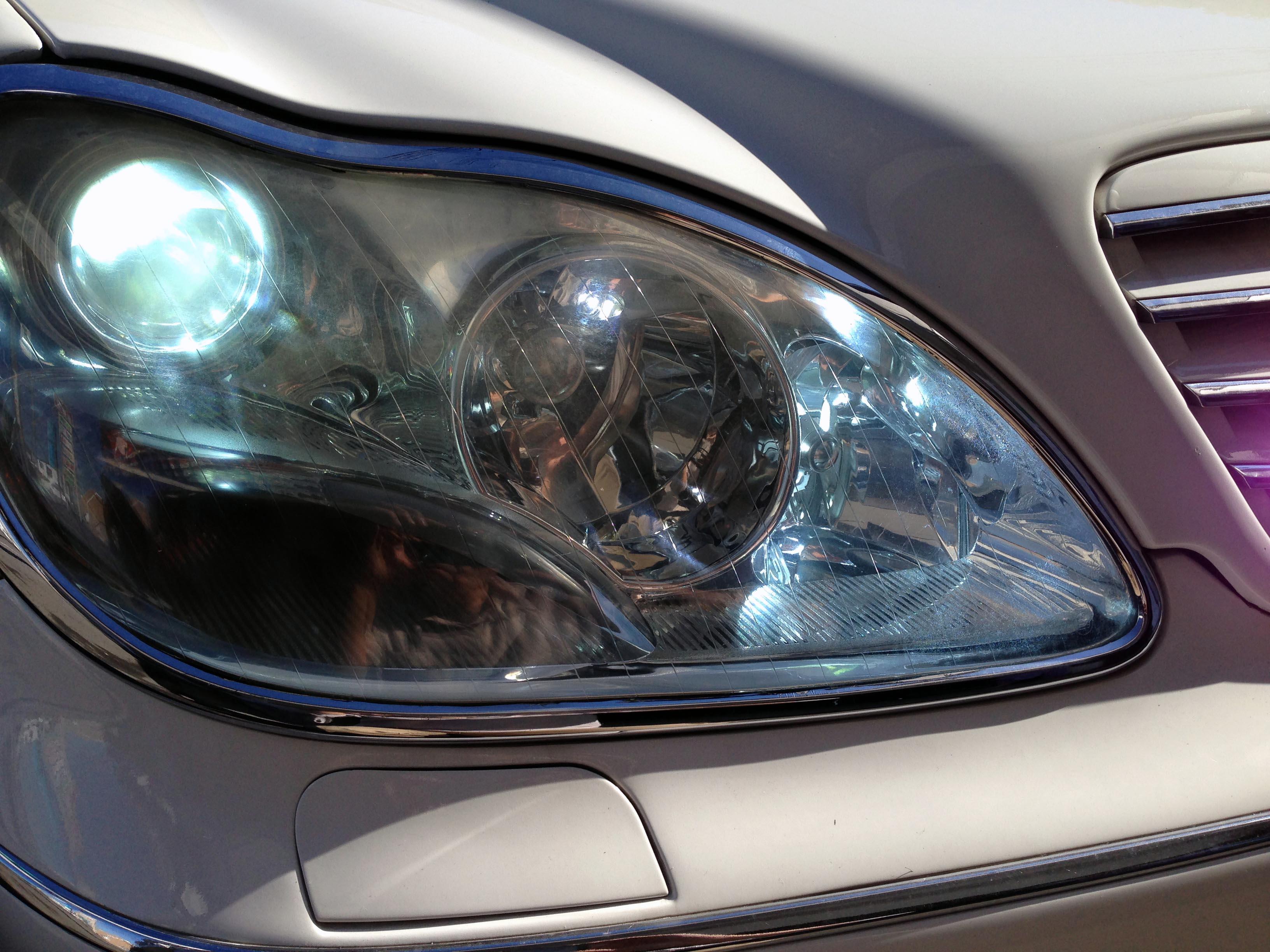 W220のヘッドライト側フォグランプをHID化致しました。