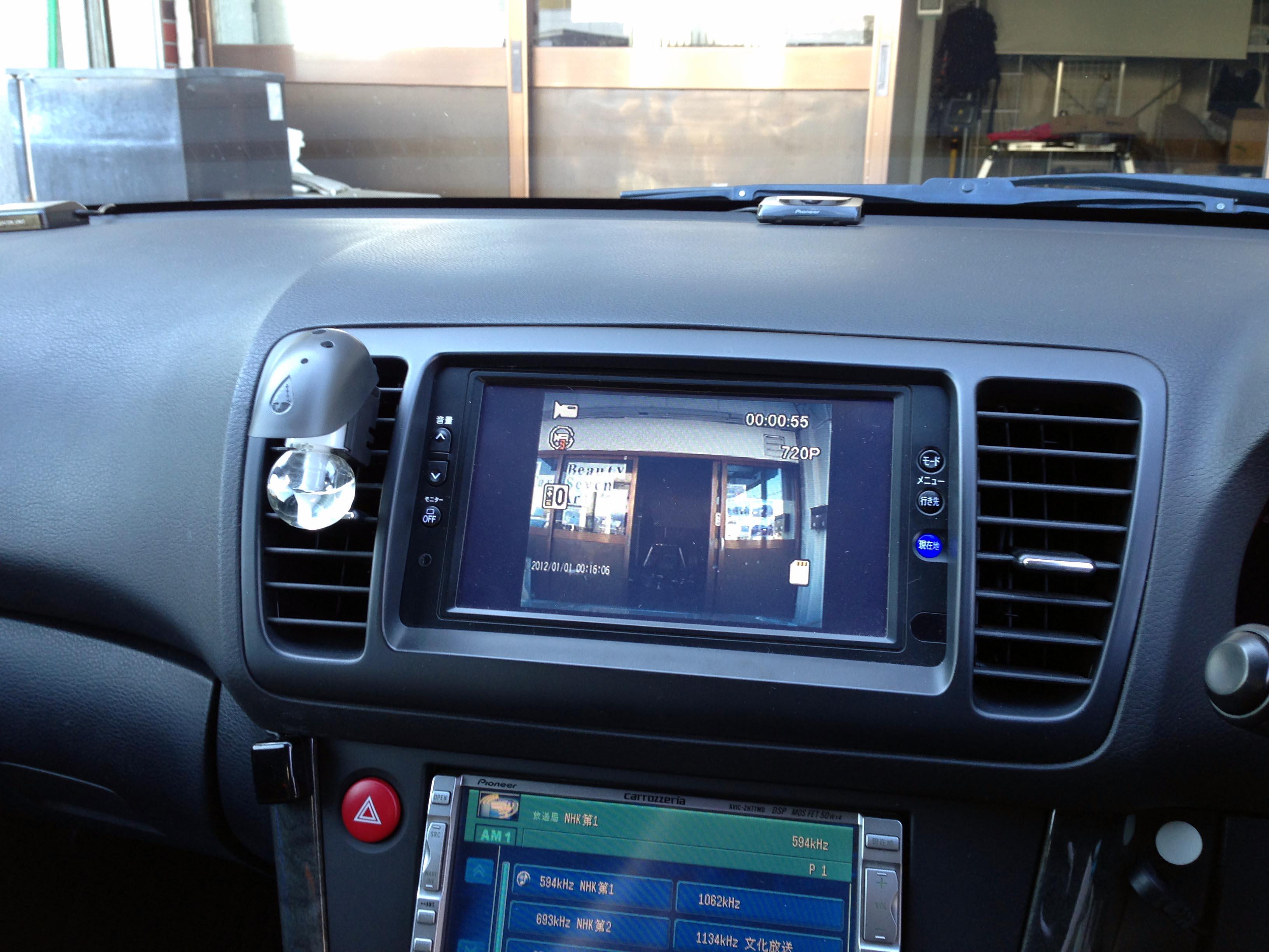 ドライブレコーダーの映像をモニターに接続