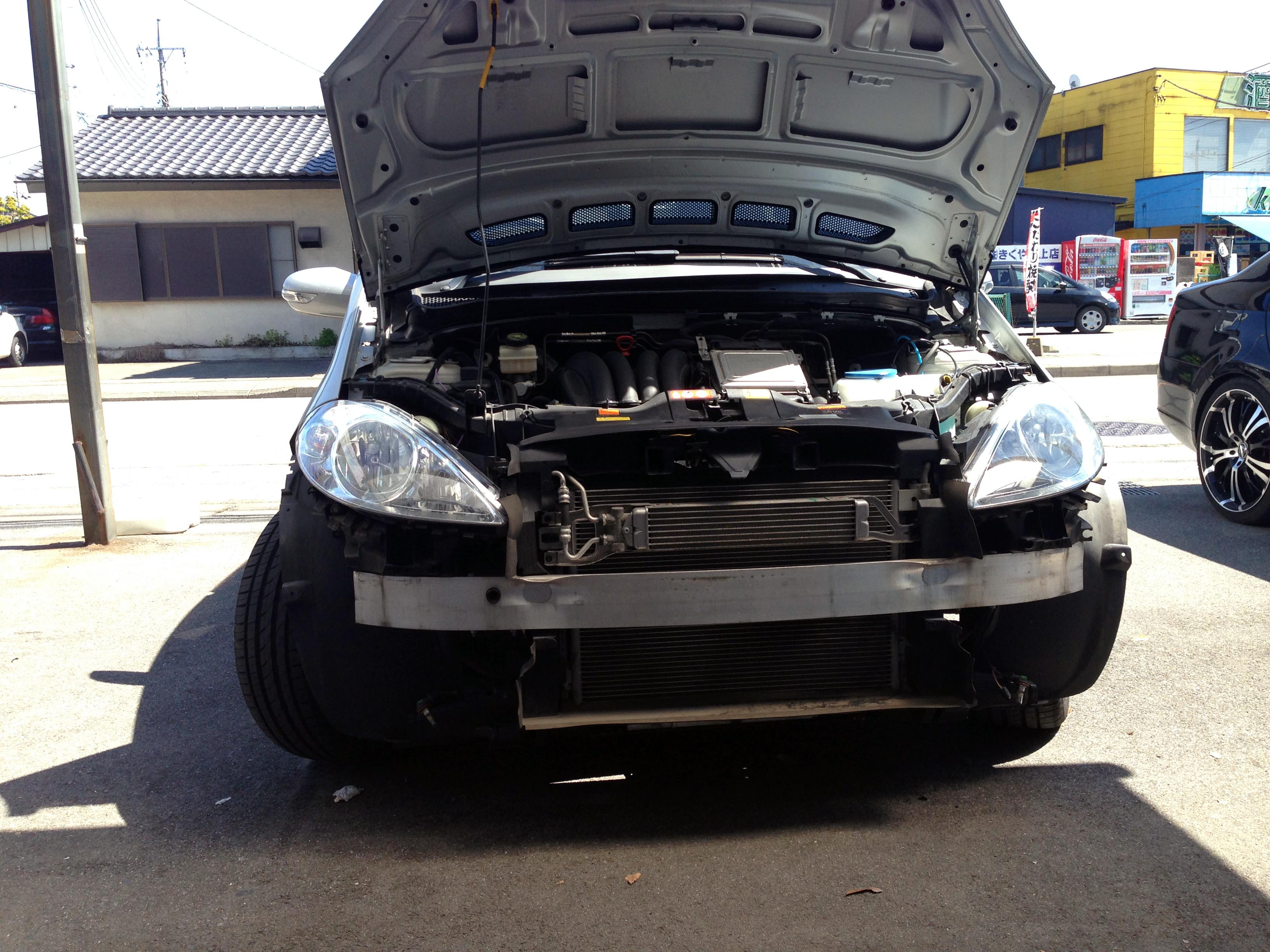 W169メルセデスベンツAクラスバンパー取外し