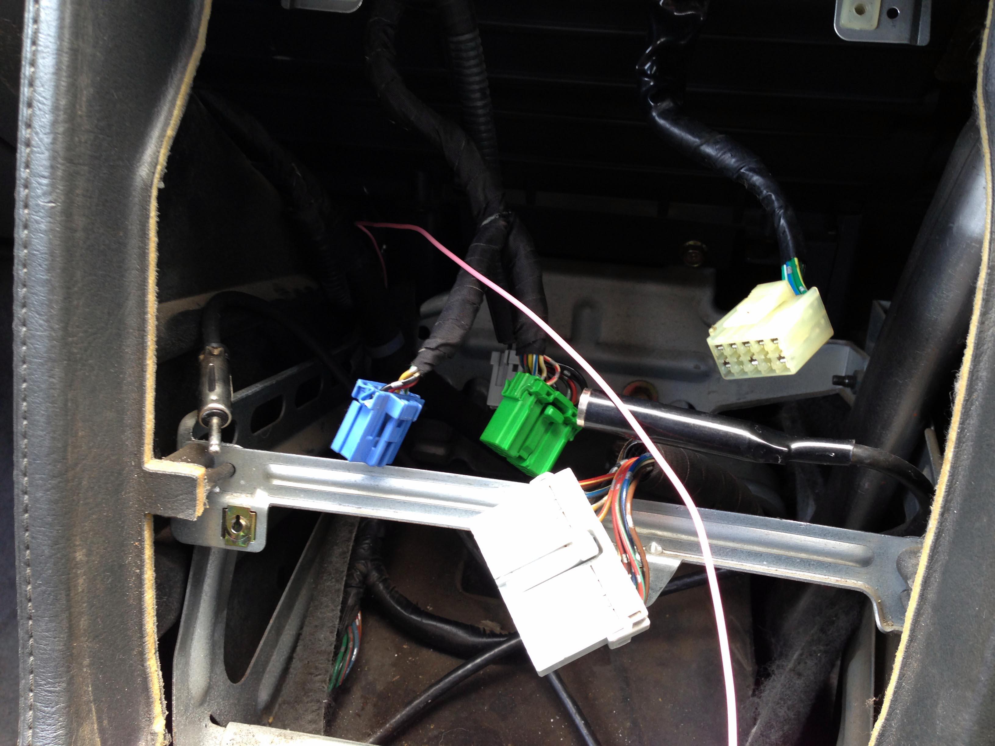 CB5ホンダアコードインスパイアの純正オーディオを取り外し車速配線取り出し