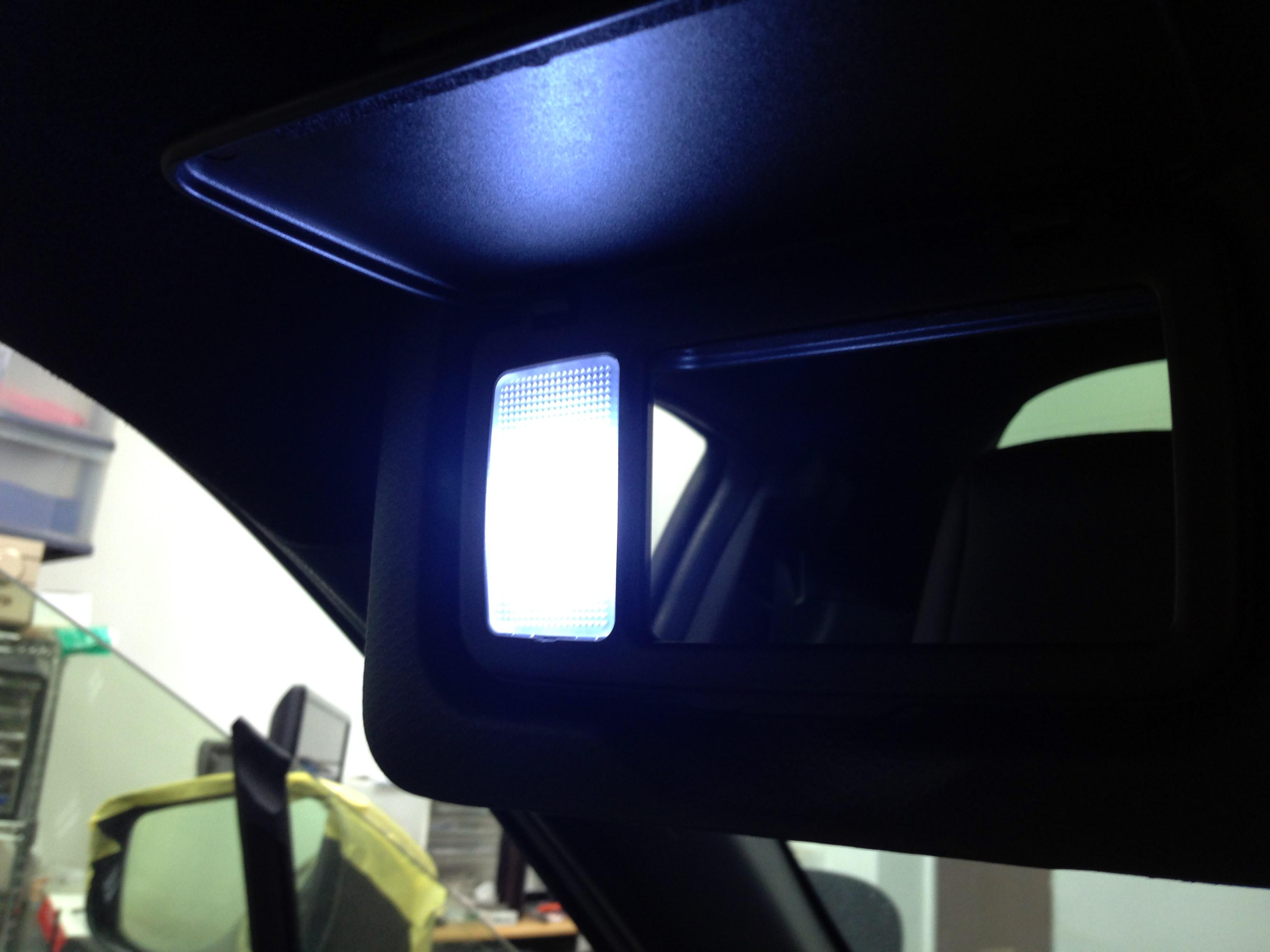 スバルBRZバニティミラーランプのLED化