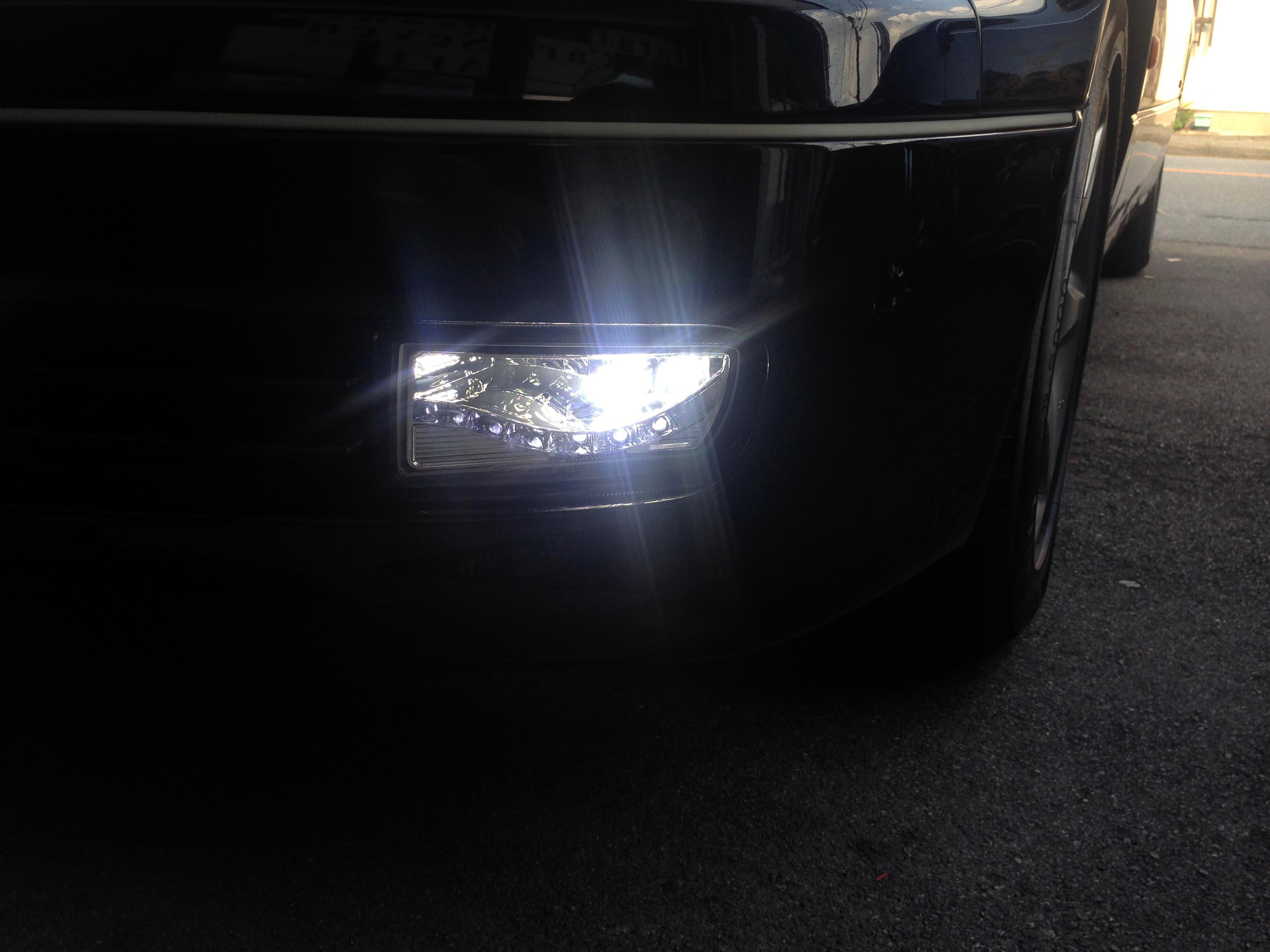 トヨタアリストデイライト内蔵LEDフォグランプキット取り付け後フォグランプ点灯