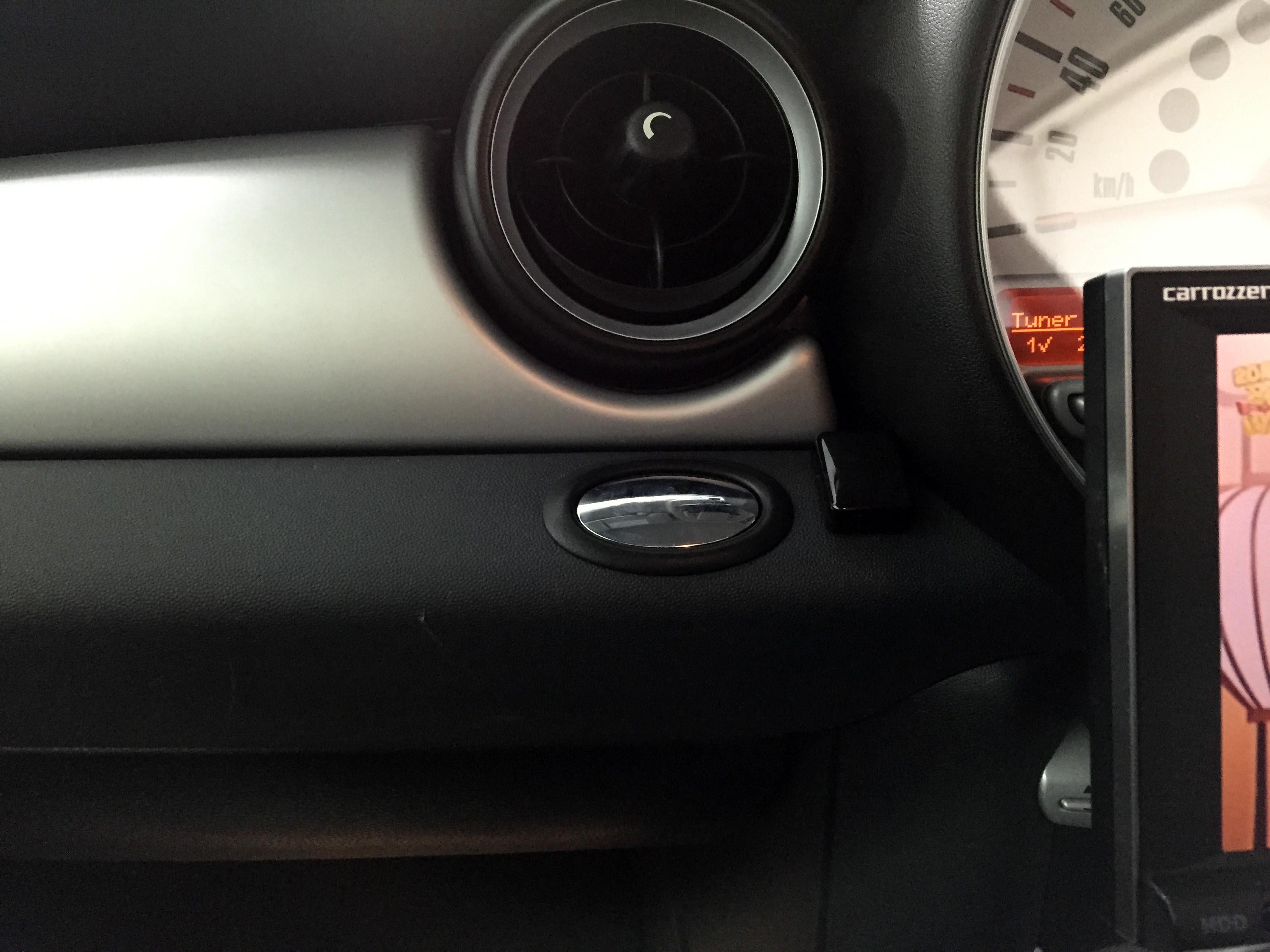 BMW MINI クラブマン地デジチューナー取り付けリモコン受光部