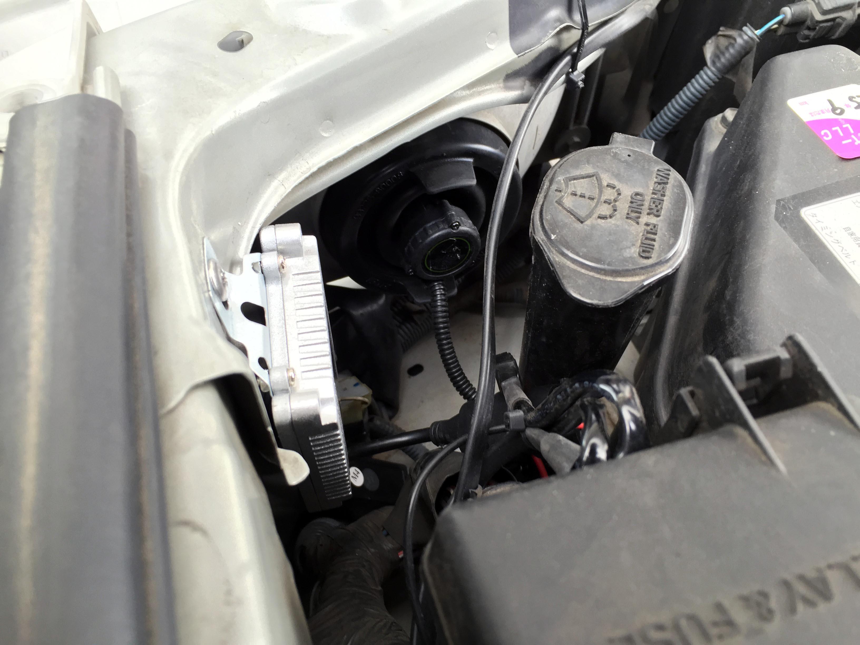 トヨタ17系クラウンヘッドライトへHIDバーナーの取り付け