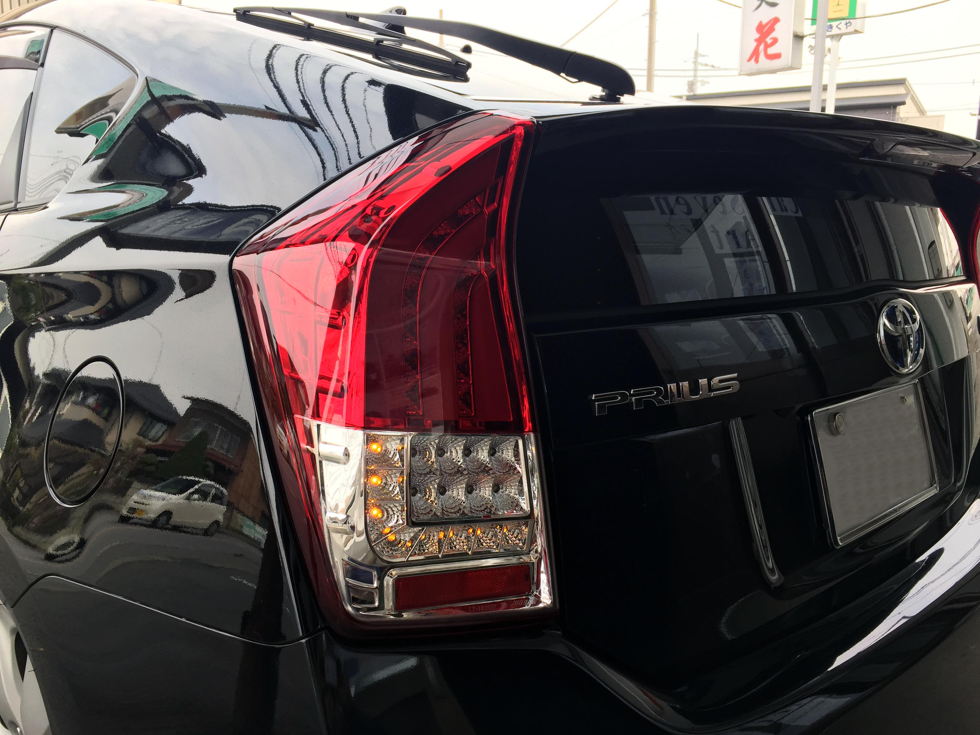 トヨタ30プリウスLEDテールランプユニットと交換