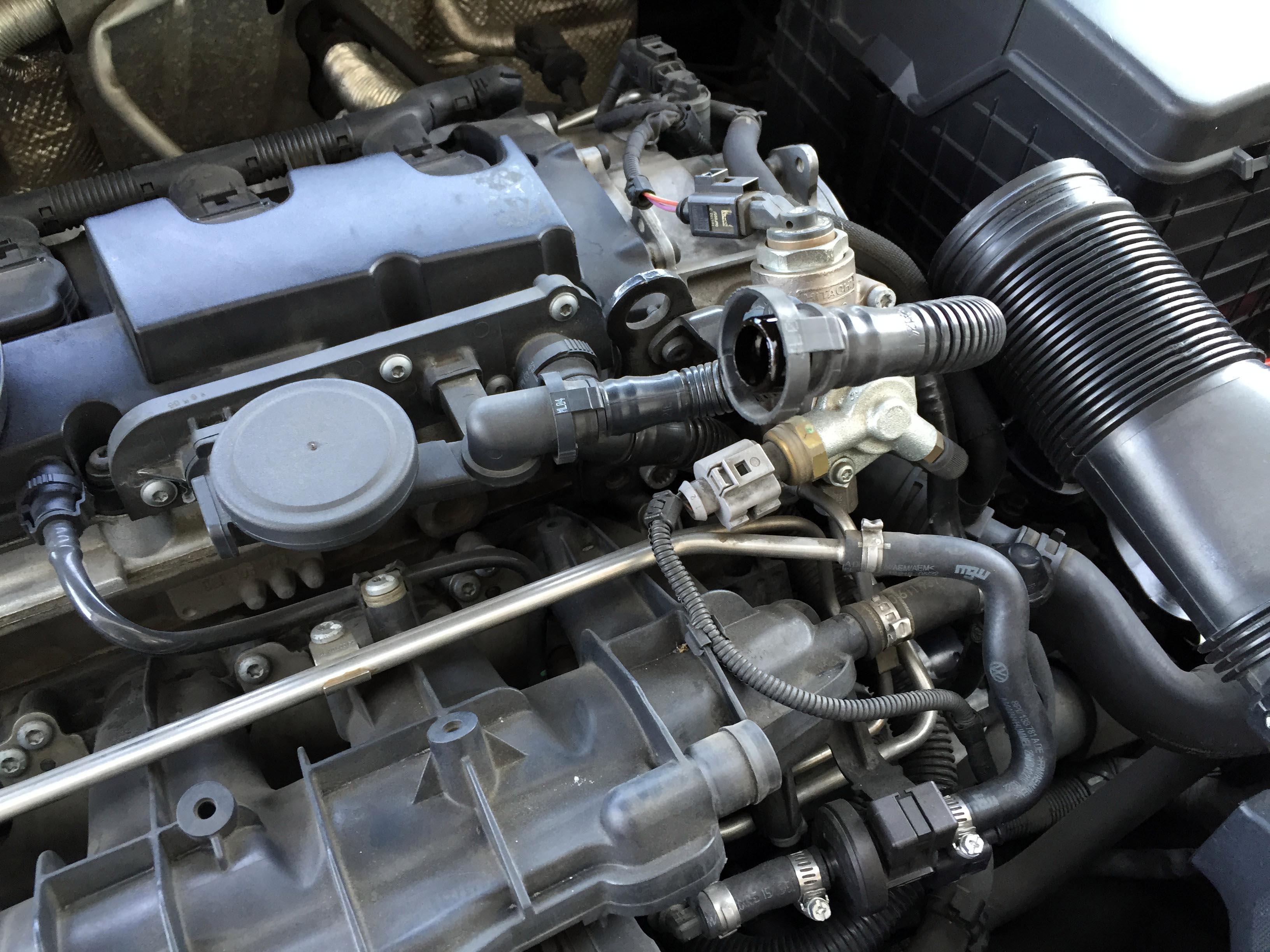 VWエンジンカバーの取り外し