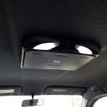 トヨタbBにフリップダウンモニターを取り付けた状態
