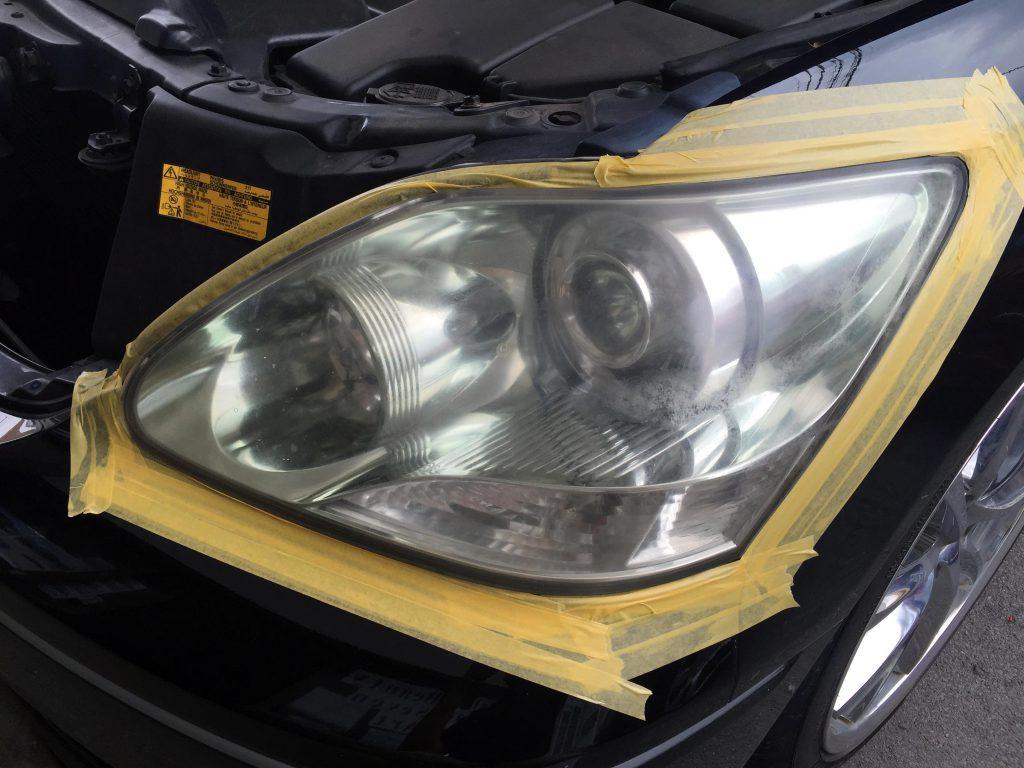 トヨタ30セルシオの劣化し黄ばんだヘッドライトにマスキング