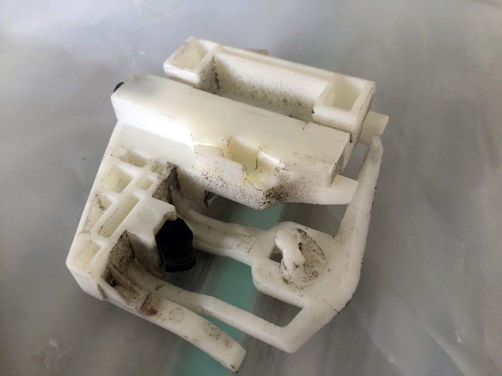 BMW X3の壊れたガラスリフレクター