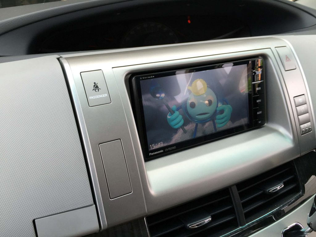 トヨタ50系エスティマに取り付けたナビの地デジ映像