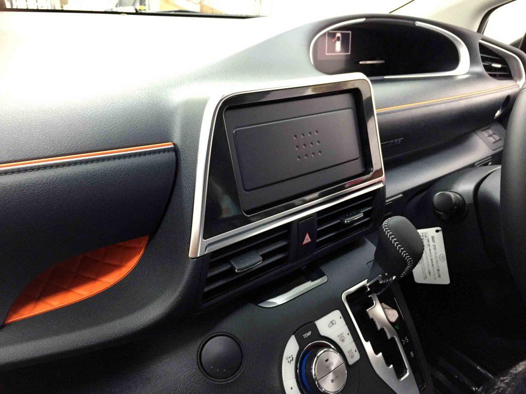 トヨタ新型シエンタのオーディオレスモデルへナビをインストールします