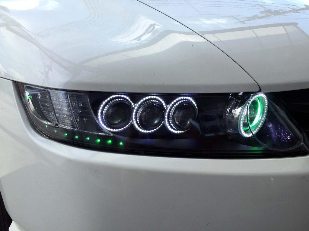 ホンダRB1オデッセイヘッドライト加工品のエンジェルアイ(イカリング)点灯時