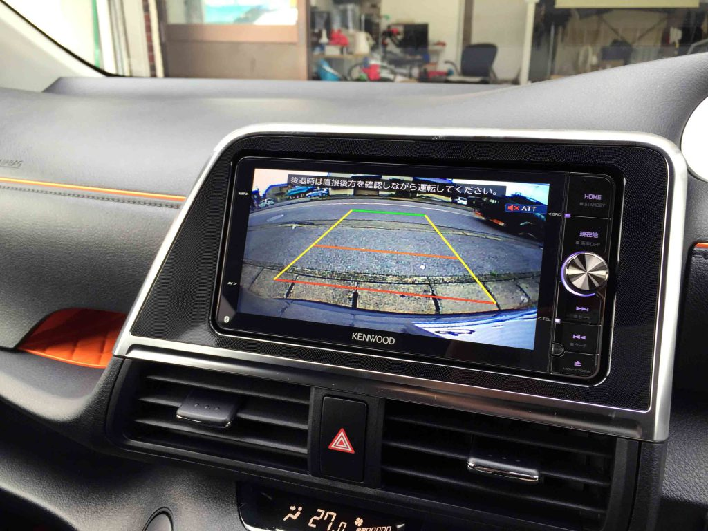 トヨタ新型シエンタの純正バックカメラへRCA003Tリアカメラ接続アダプター取り付け