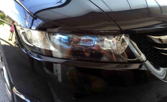 ホンダオデッセイのヘッドライトをリフレッシュ後に再劣化防止の為コーティングします