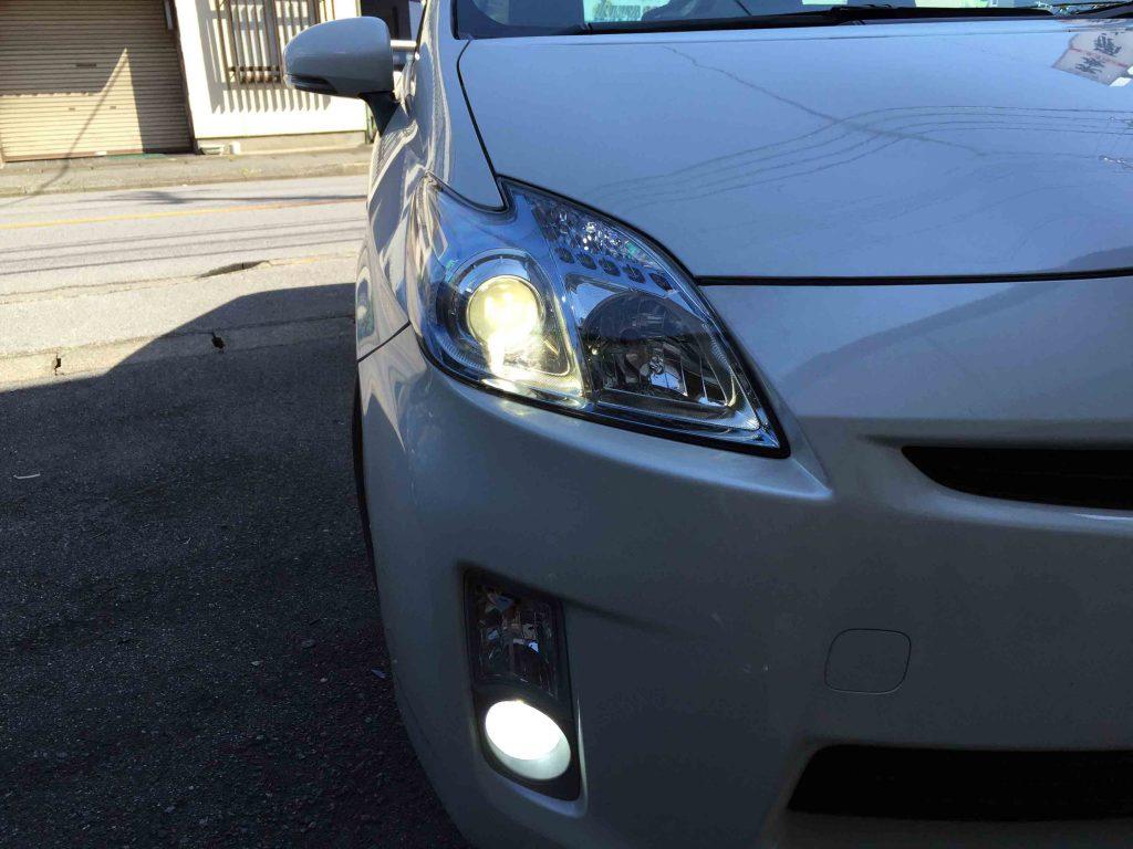 トヨタプリウスのヘッドライトをHID化後の点灯状態