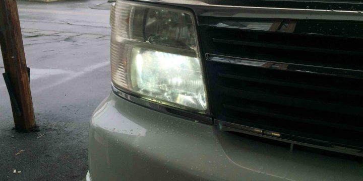 日産E50エルグランドへ社外品HIDキットをお取り付け致しました。