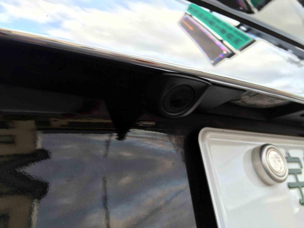 メルセデスベンツW245Bクラスのリアガーニッシュを加工しバックカメラを埋め込み