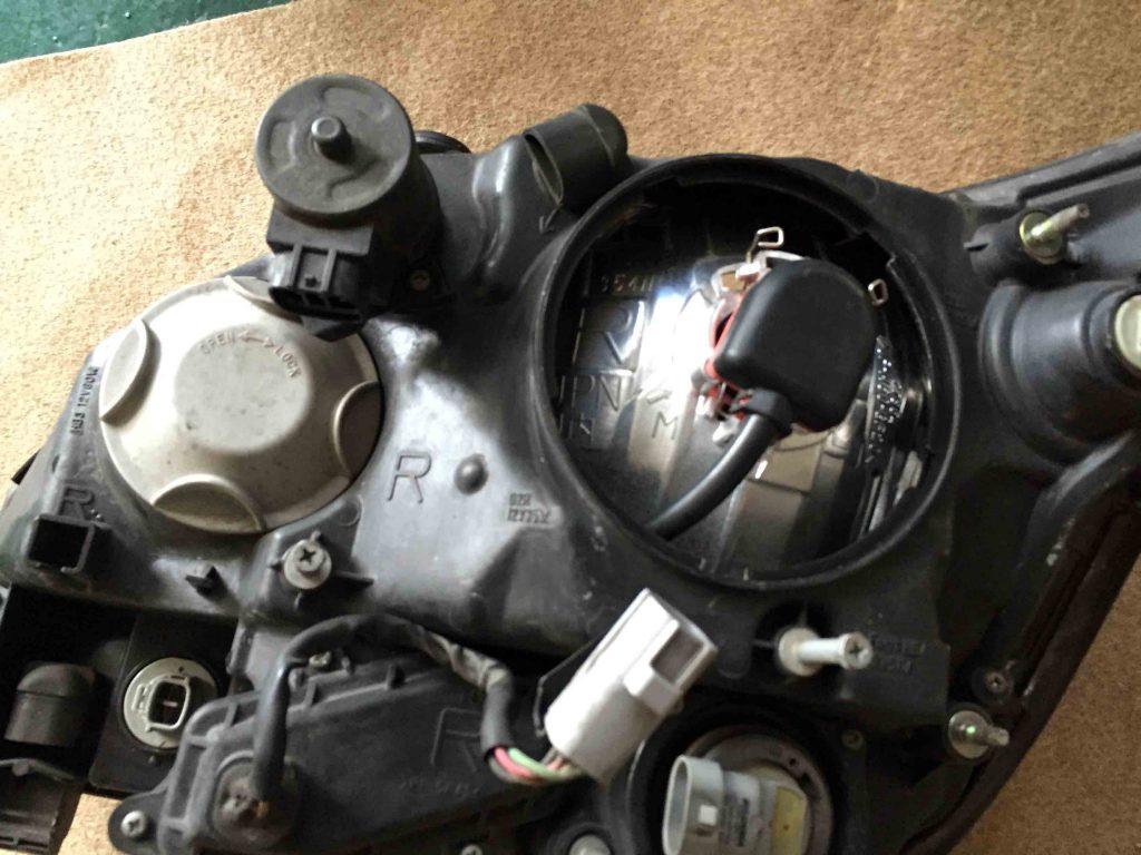 10系ハリアーのヘッドライトをtypeM-D2コンバージョンキットと交換致しました