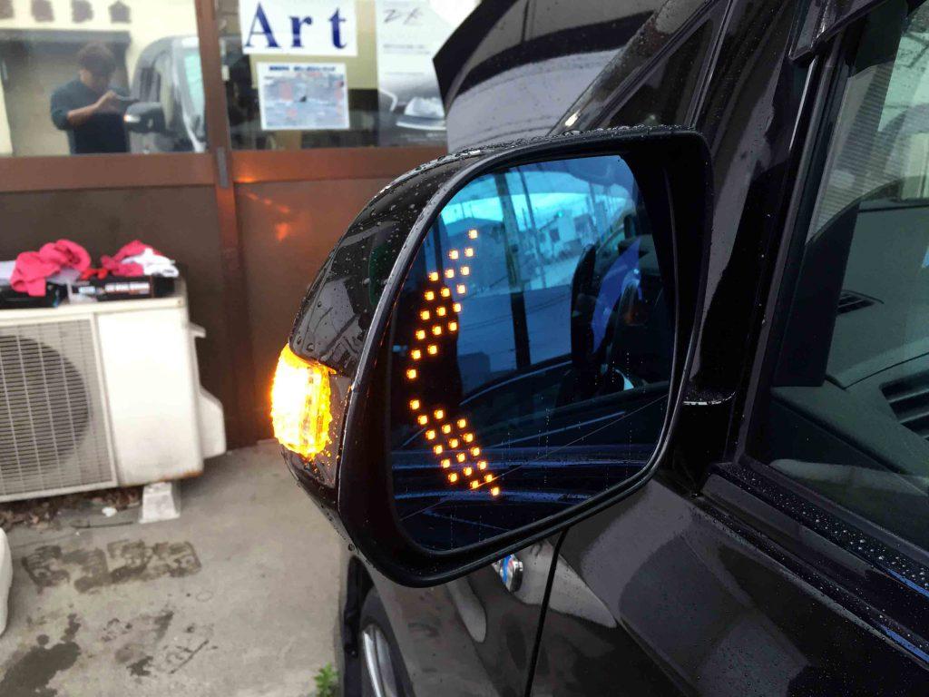 トヨタ20系ヴェルファイアにシルクブレイズ製ウイングミラー取り付け後の点灯状態
