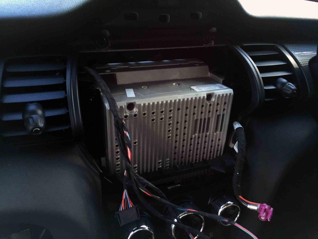 BMW MINI F55 の純正ナビユニット