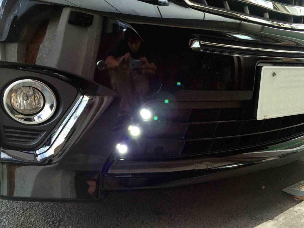 トヨタ20系アルファードのバンパー部分へLEDバルブを埋め込みデイライト化致しました。