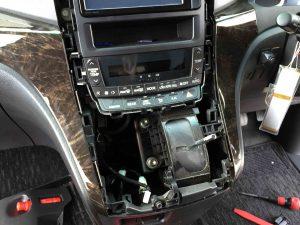 トヨタ20系アルファードにデイライトと制御スイッチを取り付ける為に電源を確保します