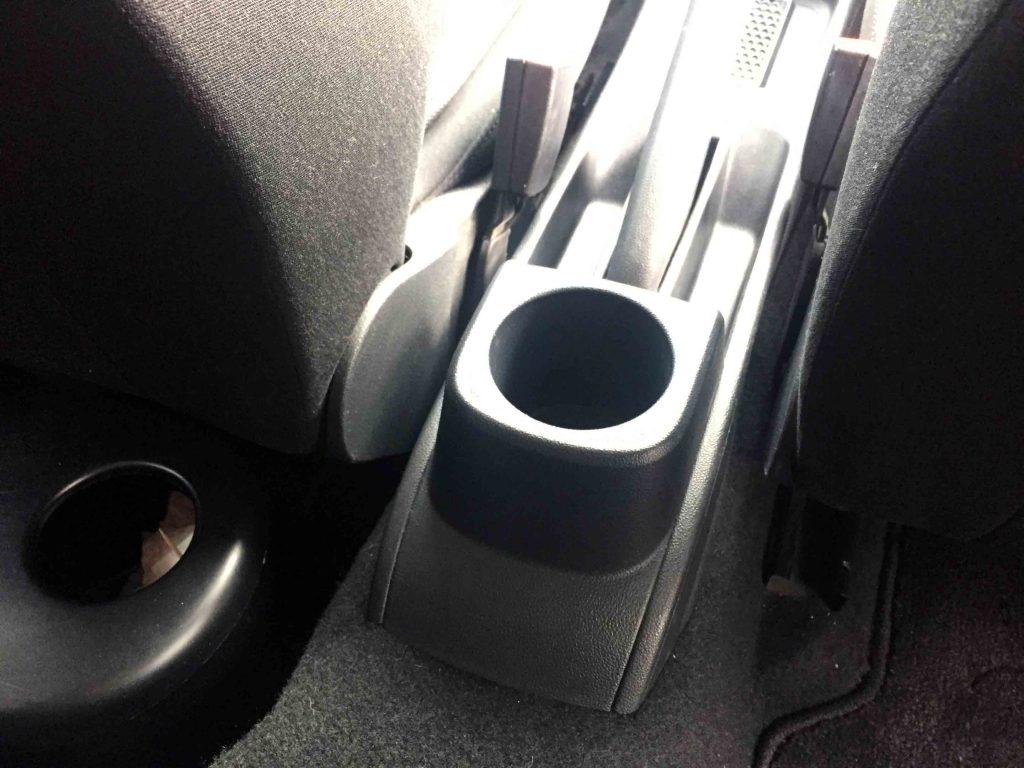 VWフォルクスワーゲンPOLO6Rへアームレストを取り付けます
