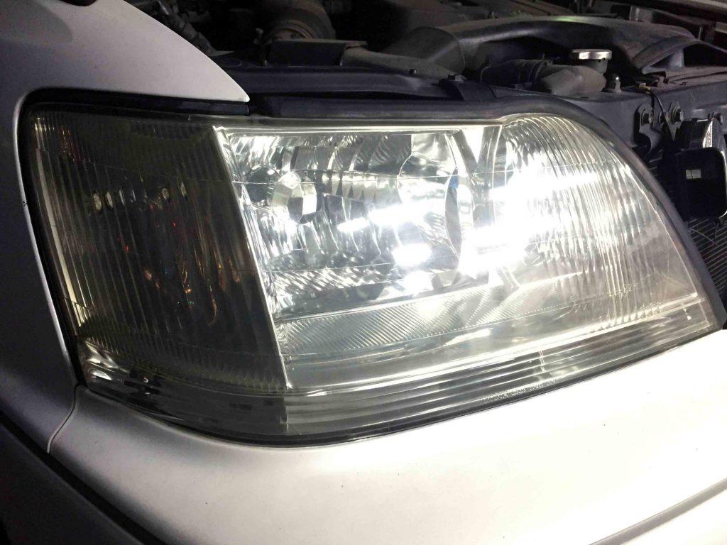 トヨタ17系クラウンマジェスタのヘッドライトオレンジウインカーレンズが無いのでイメージが変わりました