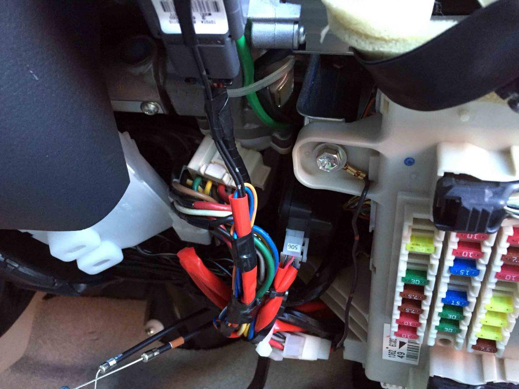 トヨタ215系ハイラックスサーフのキーシリンダー配線へリモコンエンジンスターターの配線を接続