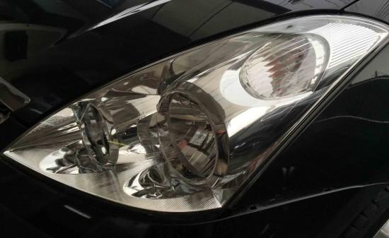トヨタウィッシュのヘッドライトリフレッシュ後の助手席側の状態