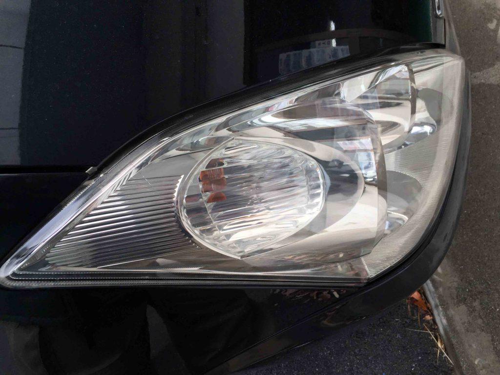 トヨタウィッシュのヘッドライトレンズのくすみや黄ばみも除去られ綺麗な状態に復活