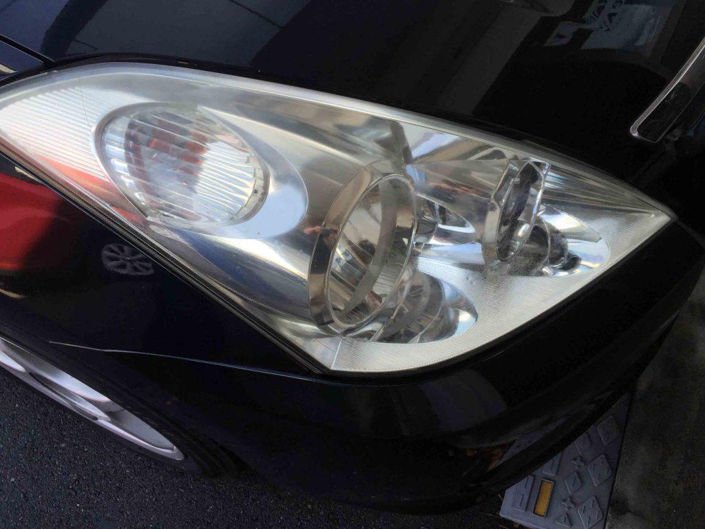 トヨタウィッシュのヘッドライトレンズが劣化し黄ばみやクラックが発生