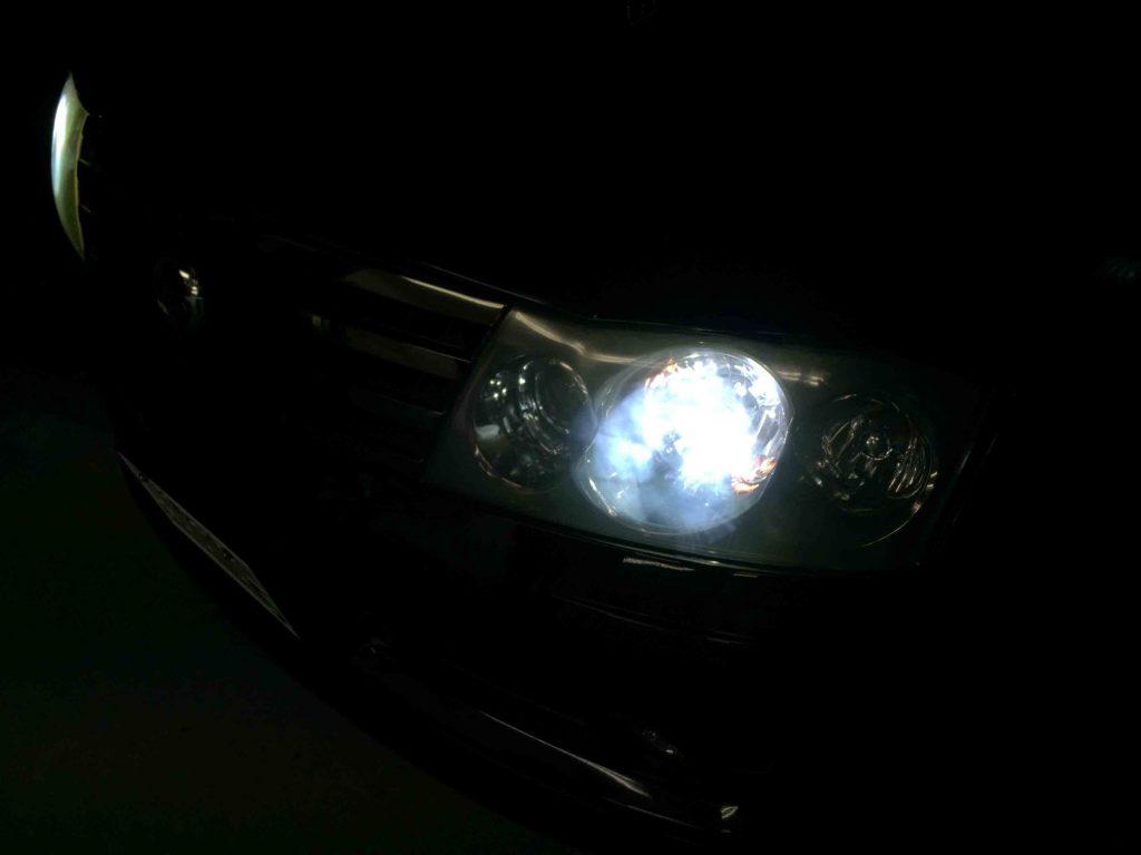 日産Y34グロリアのヘッドライトHID化後の点灯状態