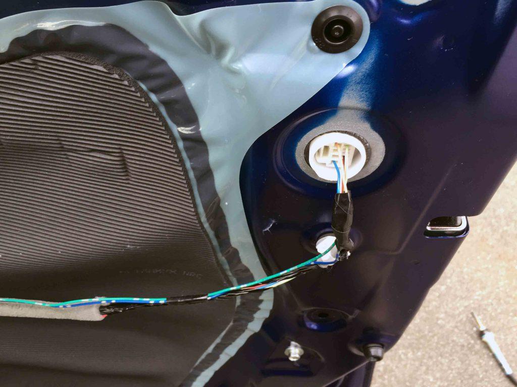 ホンダRP1ステップワゴンのドアロックアンロック信号を取り出します