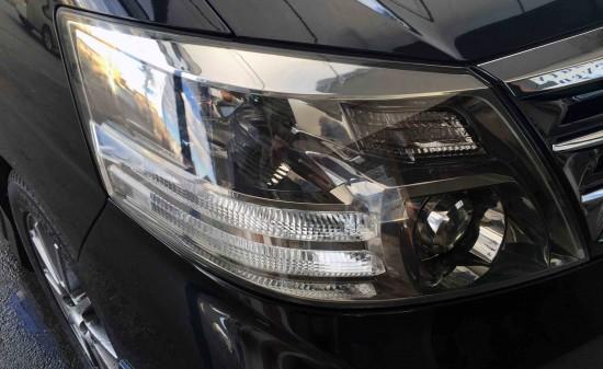 トヨタアルファードのヘッドライトリフレッシュ後の運転席側