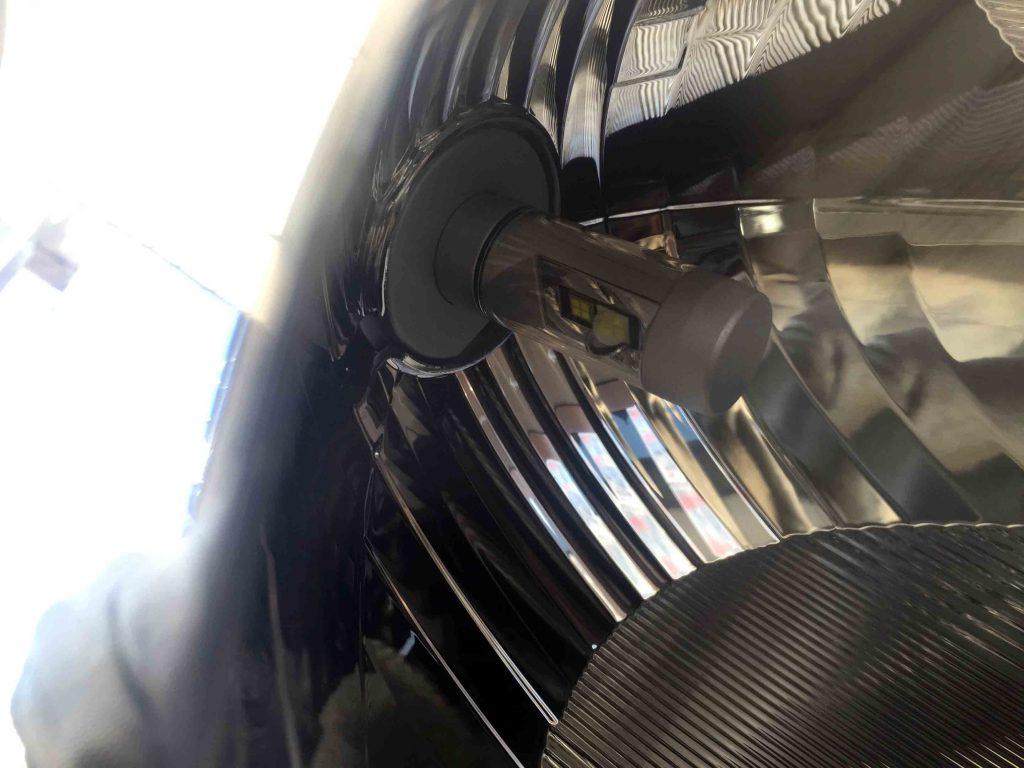 マツダデミオのヘッドライトにLEDヘッドランプを取り付けた状態