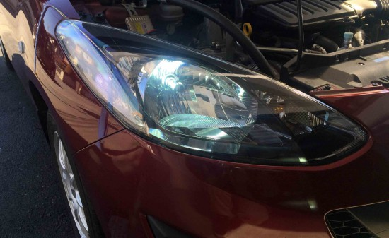 マツダデミオに取り付けたLEDヘッドランプH4の点灯時