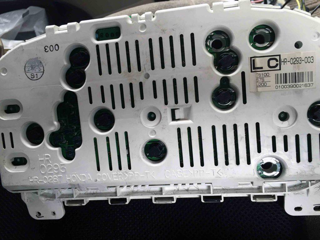 ホンダRF3ステップワゴンのメーター電球をLEDバルブへ交換します